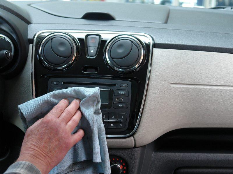 Jak wyczyścić auto przed zimą?